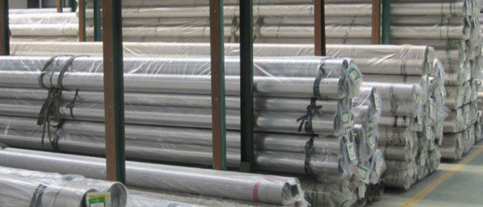 Stainless Steel 304L Welded Pipe & 304L Seamless Pipe/ Tube in Our Stockyard